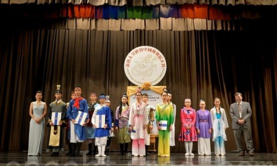 Traditional Chinese Dance Competition Goes on Despite Disturbances