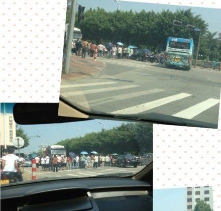 Factory workers on strike in Shenzhen in Guangdong Province on Aug. 29. (Weibo.com)