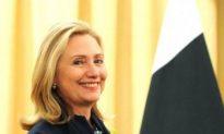 Clinton Presses Pakistan on Terrorism