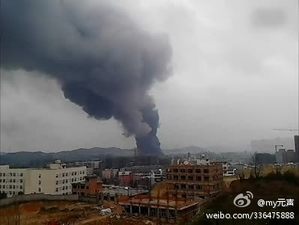 At least six were injured in a chemical factory blast in Guiyang, capital of southwestern China's Guizhou Province, forcing nearly 30,000 people to be evacuated. (Weibo.com)