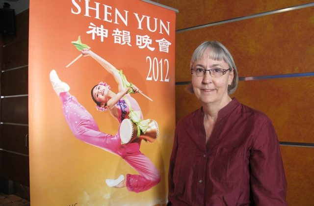 Margaret Howe attends Shen Yun Performing Arts at Sydney's Capitol Theatre. (Tahnia Smith/The Epoch Times)