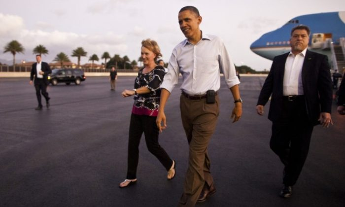US President Barack Obama walks to greet well wishers after arriving at Joint Base Pearl Harbor-Hickam December 23, 2011 in Honolulu, Hawaii. (Kent Nishimura-Pool/Getty Images)