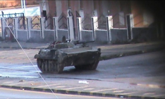 An image grab taken from footage filmed in Homs on January 18, 2012 and received by Agence France Presse (AFP) on January 19, shows a Syrian army tank deployed in the Bayada district of the flashpoint central Syrian city. (STR/AFP)