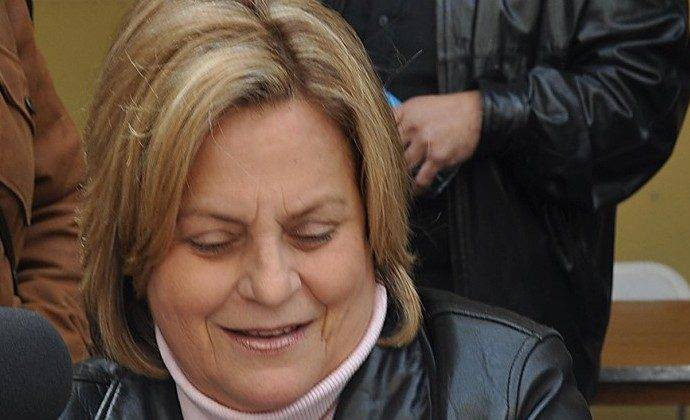 Republican Congresswoman Ileana Ros-Lehtinen reads a Venezuelan newspaper during a visit to the election center for the Venezuelan community in Doral, Florida February 12. (PAULA BUSTAMANTE/AFP/Getty Images)