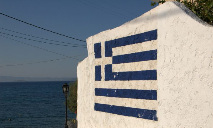 Hitting the wall. Greece's future is still in the balance. The Greek flag in a wall in Attica, Greece, on June 25, 2008. (Erik Eskedal/CC BY 2.0/Flickr)