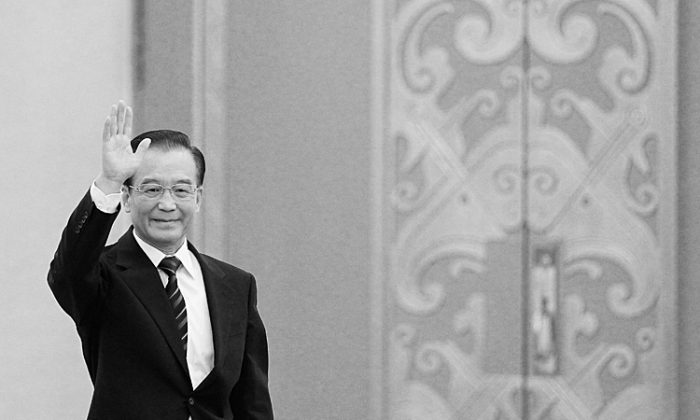 Wen Jiabao, China's premier, waves as he arrives for a news conference following the close of China's National People's Congress (NPC) at The Great Hall Of The People on March 14 in Beijing, China. Wen has been pushing for ending the persecution of Falun Gong, according to a source in Beijing. (Lintao Zhang/Getty Images)