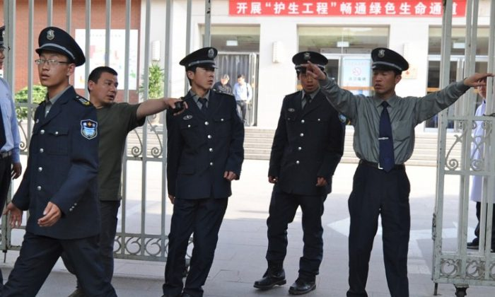 Security police prepare to evict reporters trying to see blind rights activist Chen Guangcheng at the Chaoyang Hospital where Chen is receiving treatment, in Beijing on May 2. (AFP/GettyImages)