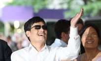 Chen Guangcheng Arrives in the United States, Issues Thanks [with Video]