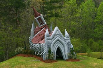 A closer view of the chapel (James Fish/The Epoch Times)