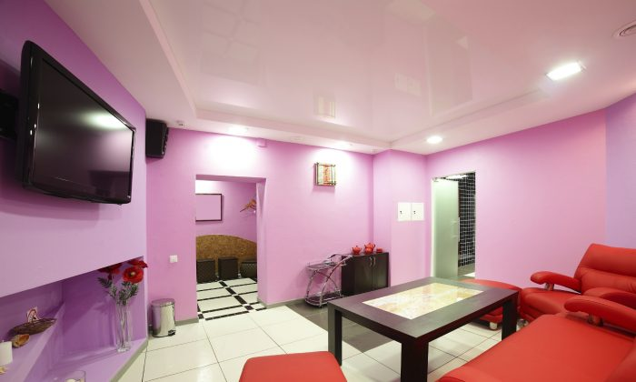 A ma'am cave decorated with bright colours. (fiphoto.iStock)