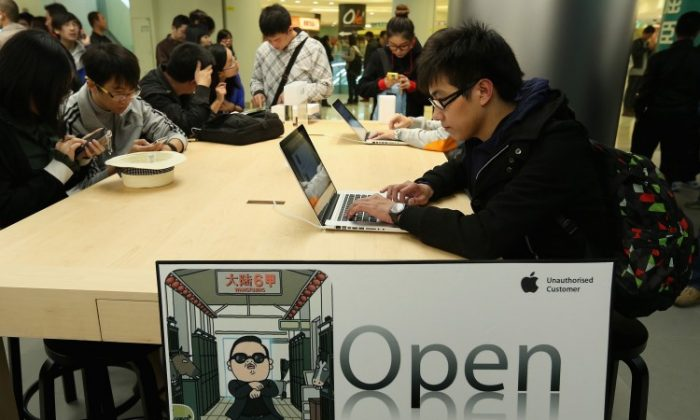 Chinese customers look at the MacBook Pro in the newly opened Apple Store in Wangfujing shopping district on October 20, 2012 in Beijing, China. (Feng Li/Getty Images)