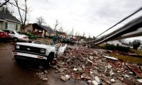 Tornado Tears Through Mississippi Town (+Video)