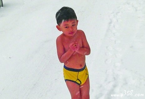 "A four-year-old boy from Nanjing, China, vacationing with is parents in the U.S., was ordered by his ""eagle"" father to run in the snow in his underwear. This was to welcome the Chinese New Year and also to make the boy tough and strong. Flushing, NY, Jan. 22, 2012. (Weibo.com)"