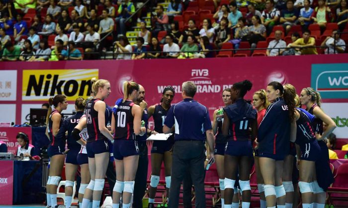 USA's coach Karch Kiraly talks to the USA team before their match with Japan in the FIVB World Grand Prix at Hong Kong Coliseum on Thursday July 16, 2015. (Bill Cox/Epoch Times)