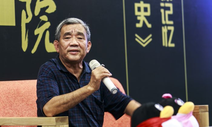 Yang Jisheng, the former chief editor of the liberal political magazine Yanhuang Chunqiu, or China Through the Ages, gives a talk in Beijing, China on Sept. 1, 2012. (Epoch Times archives).
