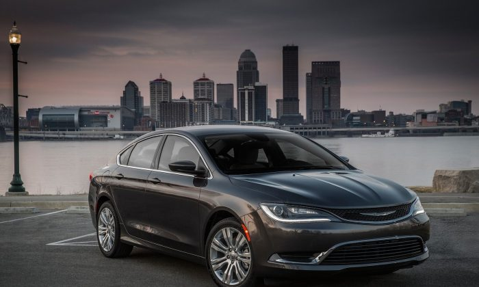 2015 Chrysler 200 (Courtesy of NetCarShow.com)