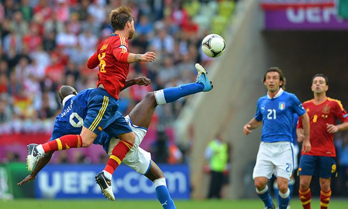 Spanish defender Sergio Ramos vies with Italian forward Mario Balotelli during the Euro 2012 championships Spain vs Italy football match. (Gabriel Bouys/AFP/GettyImages)