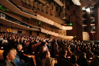 Shen Yun Performing Arts audience members at the ASB Theatre in Auckland, in April 2010. (Jason Jia/The Epoch Times)