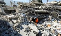As Death Toll Rises in Haiti Quake's Aftermath, Aid Still Slow
