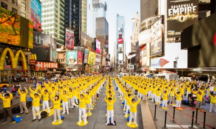 Falun Dafa practitioners in Sydney, Australia, celebrate World Falun Dafa Day with a parade through the Central Business District. (Sonya Bryskine/The Epoch Times)