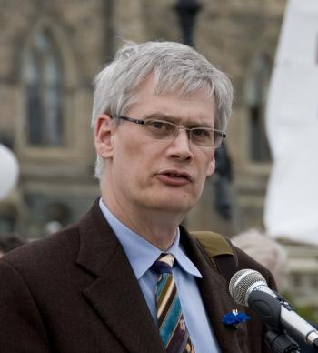 MP Bill Siksay, first chair of the newly formed Parliamentary Friends of Falun Gong, speaking at the Ottawa Human Rights Torch Relay (HRTR) rally on Parliament Hill in May 2008. The HRTR, through grassroots events, spoke out against the Chinese regime's worsening human rights abuses prior to the 2008 Beijing Olympics. (Samira Bouaou/The Epoch Times)