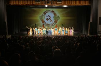 Curtain call on Friday, March 13, at Augusta's William B. Bell Auditorium (Edward Dai/The Epoch Times)