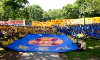 Falun Gong Takes to the Streets in Toronto