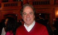 Professionals Say They Learn From Shen Yun