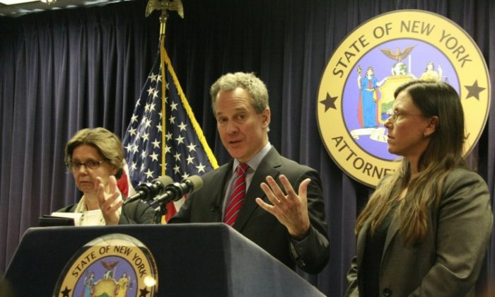 (L) Mary Haviland, executive director of the New York City Alliance Against Sexual Assault, and (R) Laura A. Ahearn, L.M.S.W., executive director of Parents for Megan's Law and the Crime Victims Center, join Attorney General Eric T. Schneiderman at the announcement of removing more than 3,500 registered sex offenders from online gaming networks. (Aric Chen/The Epoch Times)