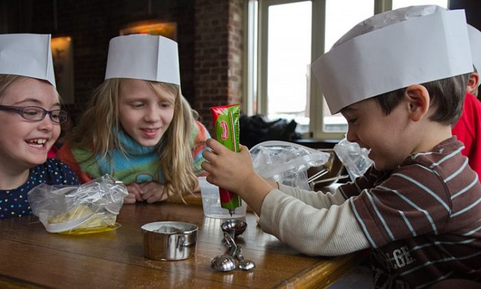 Children learning how to cook! (Benjamin Chasteen/The Epoch Times)