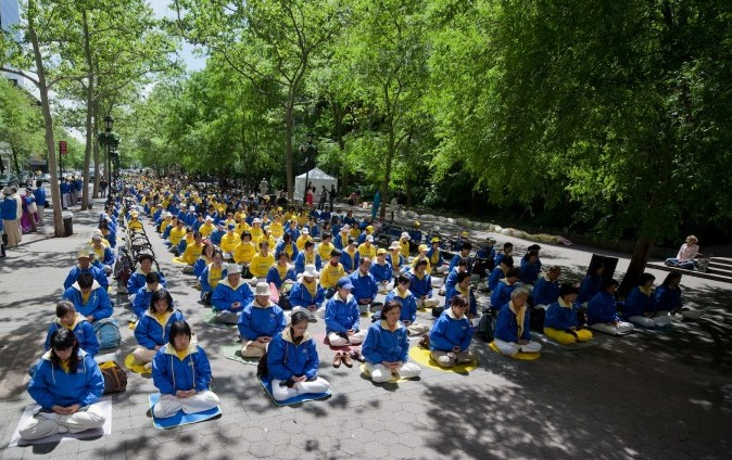 Hundreds of Falun Dafa practitioners meditate in front of the UN buildings in New York City.