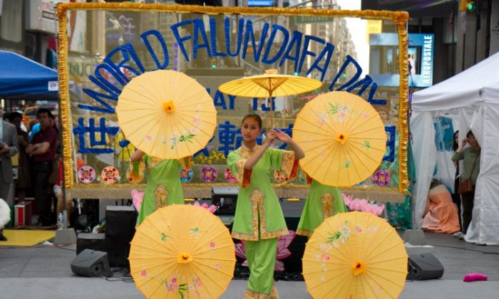 Han Couture fashion show at Times Square during the World Falun Dafa Day 20th anniversary festivities in Times Square, New York, on May 12, 2012.(Benjamin Chasteen/The Epoch Times)