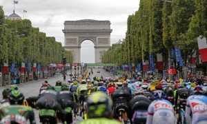 Paris Police Open Fire on Car at Tour de France Barricades
