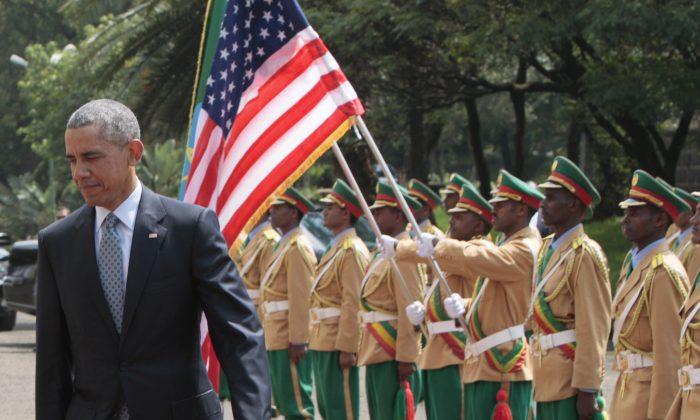 U.S. President Barack Obama, right, inspects the honor guard as he arrives to meet with Ethiopian prime minister, Hailemariam Desalegn at the National Palace in Addis Ababa , Ethiopia, Monday, July 27, 2015.  (AP Photo/Sayyid Azim)