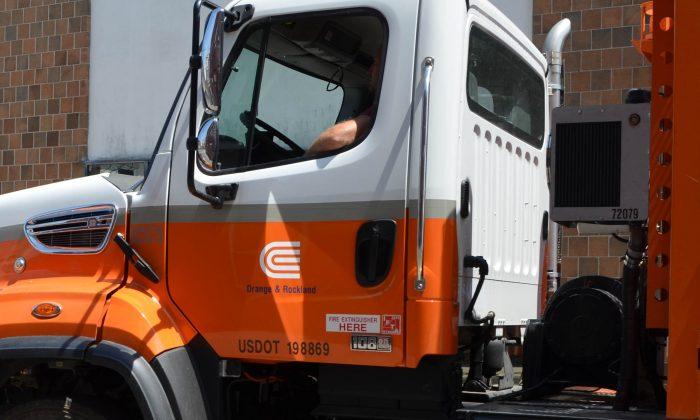 An Orange Rockland Utilities truck in Middletown on July 29, 2015. (Yvonne Marcotte/Epoch Times)