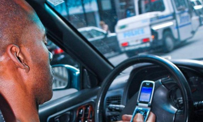 Texting while driving increases accident rate by 23 times, according to a recent study. (Helena Zhu/The Epoch Times)