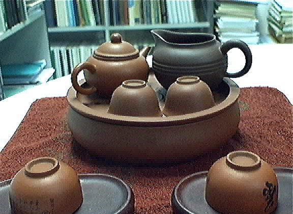 A clay teapot. (David Wu)