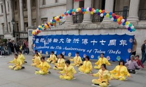 Sunshine and Qigong on World Falun Dafa Day in London