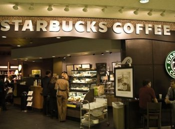 Starbucks 'Trenta' cup size will be available at the popular coffee purveyor starting on Jan. 18. (The Epoch Times)
