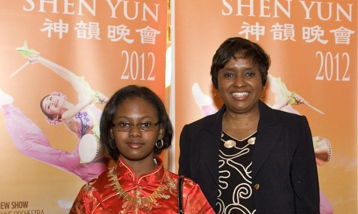 Lenora Williams and her daughter attend Shen Yun Performing Arts in Washington, on March 24. (Lisa Fan/The Epoch Times)