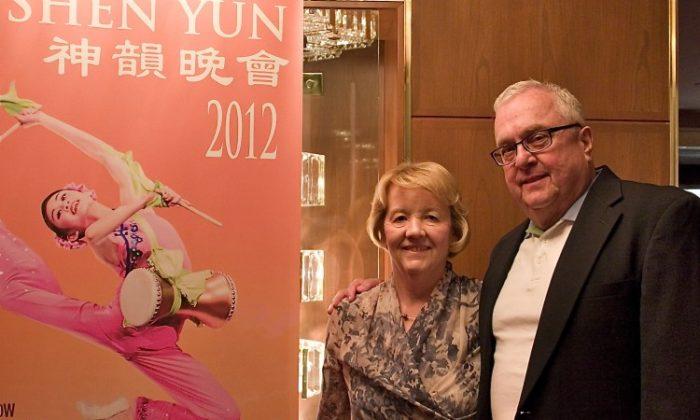 Sue and Jene Tonkinson attend Shen Yun Performing Arts in Washington. (Lisa Fan/The Epoch Times)