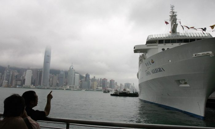 Local residents look at the Costa Allegra cruise liner berthed in Hong Kong prior to its maiden voyage to Mumbai, India in May 2006. (Laurent Fievet/AFP/Getty Images)