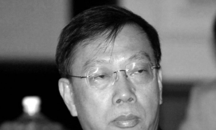 Chinese Deputy Minister of Health, Huang Jiefu, pictured at a meeting in India in 2006. He recently announced, inside China, that most organs are taken from prisoners. (Raveendran/AFP/Getty Images)