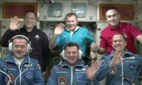 Hadfield and Crew Arrive at Space Station
