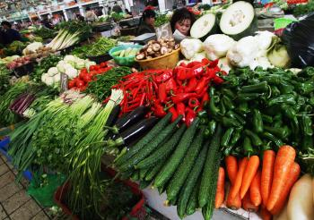 A vendor sells vegetables at a market in Wuhan, Hubei Province, China. Industry experts predict that the vegetable price peak has not yet come. (China Photos/Getty Images)