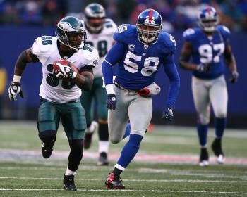 RUN AMUCK: Giants linebacker Antonio Pierce chases Eagles running back Brian Westbrook to no avail in the fourth quarter in Sunday's game at Giants Stadium.  ( Al Bello/Getty Images)