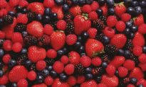 Eating Strawberries and Blueberries Could Reduce Heart Attacks in Women
