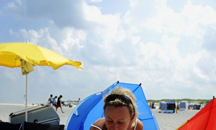 Sun Awareness Week urges sunbathers to take UV protection more seriously. (David Heckerd/AFP/Getty Images)