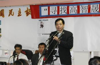 Host,Tang Boqiao speaks at the seminar. (Shi Jing/The Epoch Times)