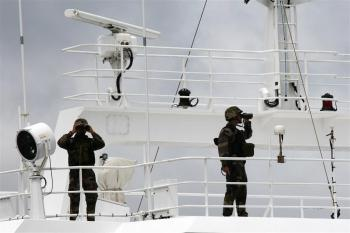 French militaries, members of the Equipe de Protection Embarquee (EPE) (Protection corp aboard) are pictured on the Drennec tuna-fishing boat on Oct. 18, 2009 at the Port Victoria. (Joel Saget/AFP/Getty Images)